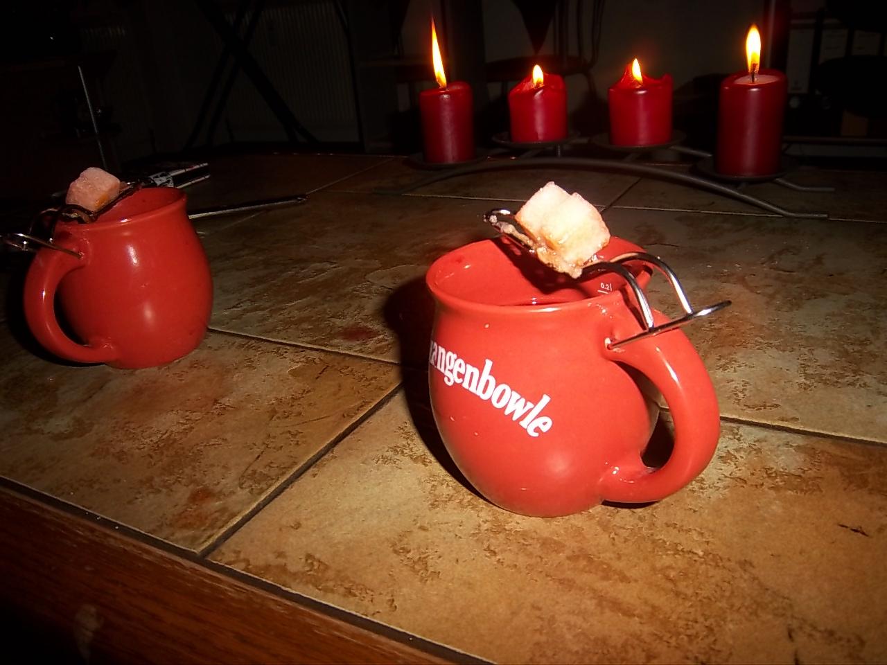 Kleine schnelle Feuerzangenbowle in Tassen