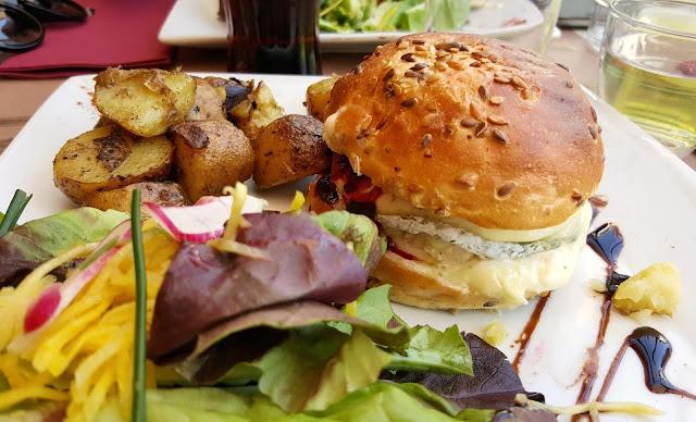 burger-poulet-chevre-produits-locaux-Tours