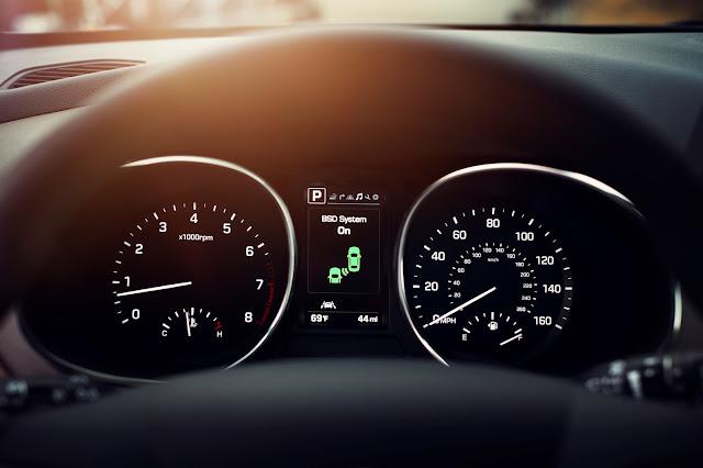 Instrument cluster of 2017 Hyundai Santa Fe Sport