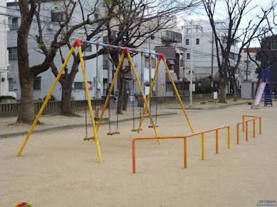 花川公園ブランコ