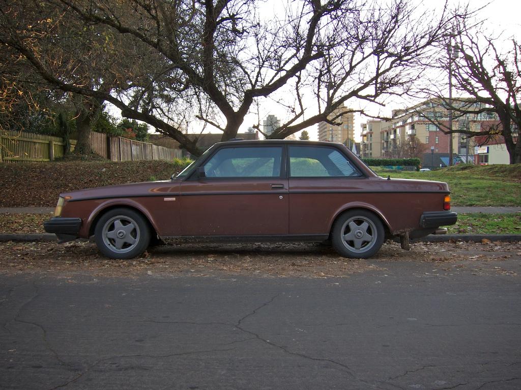 the street peep 1984 volvo 240 turbo. Black Bedroom Furniture Sets. Home Design Ideas