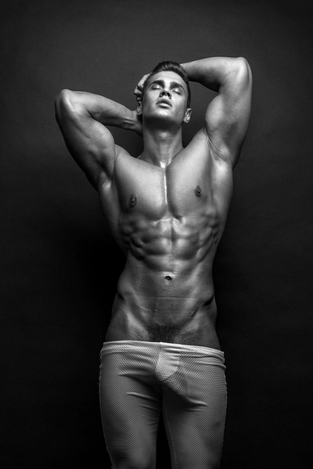 Как женщины смотрят на голое мужское тело почитателей