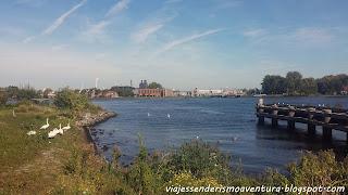 Canal y embarcadero de camino a Zaanse Schans