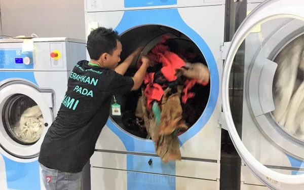 Apparel washing
