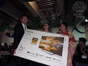 Sr. Emb. Akira Yamada entrega premio