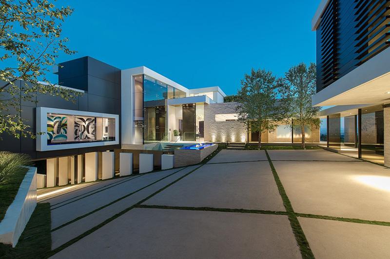 Modern House Garage Design