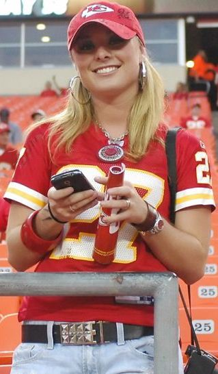chiefs+sexy-sports-fans-9.jpg