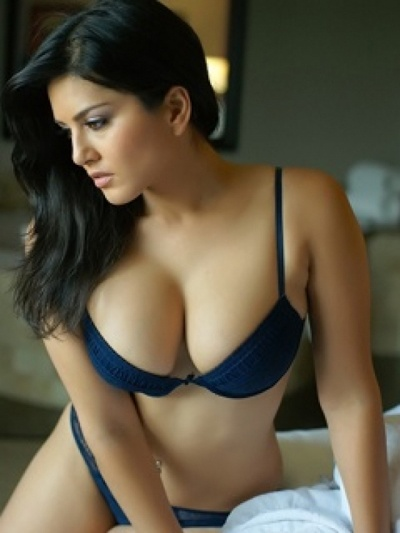 image Smoking hot canadian punjabi indian babe shows off her body