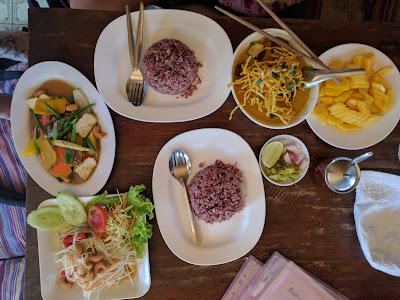 Essen in Thailand fuer Kinder Runzelfuesschen Elternblog mit Baby nach Thailand