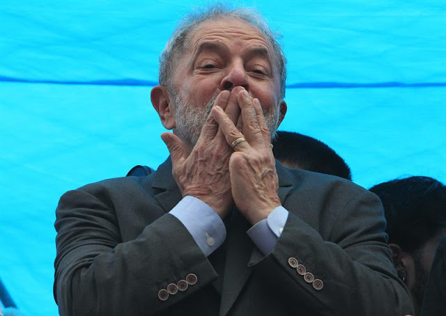 Defesa do ex-presidente fez acordo com a PF, garantindo que Lula se entrega após missa em homenagem a Marisa Letícia