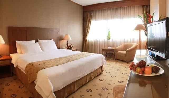 Ternyata Ini Faktanya Mengapa kamar Hotel Tidak Pernah Menyediakan Guling di Tempat Tidurnya