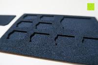 Plätze: Premium Schützendes Gehäuse für Aluminium Speicherkarte Tragetasche mit anpassbarem Innerem von CamKix - Organisieren und schützen Sie Ihre SD-Karten, Micro SD-Karten, Memory Stick und Compact Flash (CF) Speicherkarten (Kompatibel mit allen Speicherkarten Marken wie Sandisk, Transcent, Kingston, Sony, Lexar usw.) enthält den Speicherkarten Gehäusehalter / 4 Benutzerdefinierte EVA Einsätze / Klebesticker - Ideal für Reisen oder Aufbewahrung zuhause