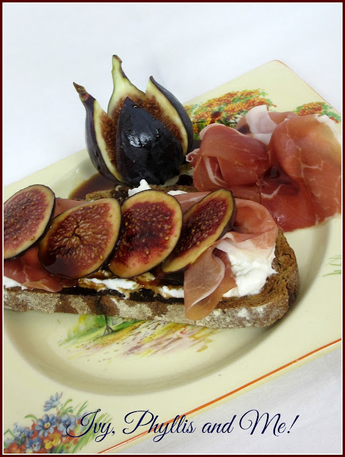 FIG, RICOTTA CHEESE AND PROSCIUTTO TOASTS