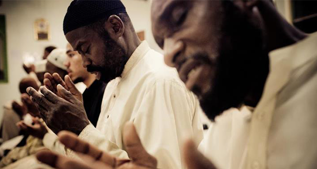 muslim menangis