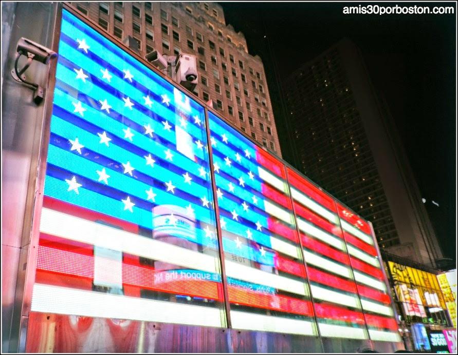 Bandera de Estados Unidos en Times Square de Nueva York