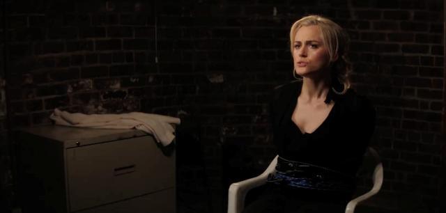 Taylor Schilling atada a una silla en Take Me