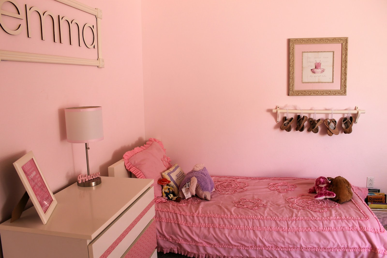 ... Kind Of Room She Wanted, She Quickly Told Me She Wanted A Ballerina Room.  So, Without Further Ado, Here Is The Transformation From Blah To Beautiful.
