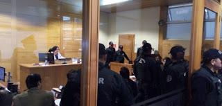 Fiscal Felipe González solicitó que la prisión preventiva sea por el tiempo que dure la investigación de la causa, fijado en cuatro meses por el tribunal. Persecutor también los imputó por un ataque al fundo La Envidia, al norte de Temuco, donde se incendiaron varias maquinarias forestales.
