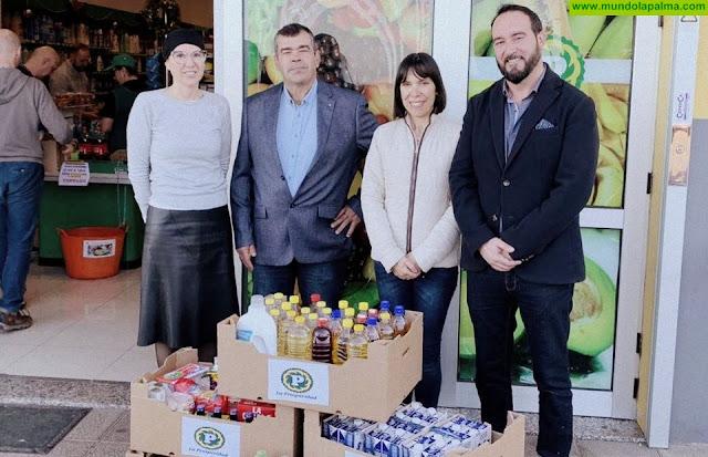 La Cooperativa La Prosperidad, en colaboración con Caixabank, dona alimentos al banco municipal del Ayuntamiento de Tijarafe