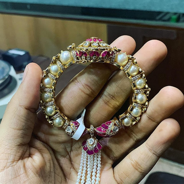 Kundan Pendants and Exclusive Bangles