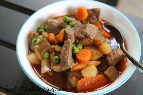 Slow Cooker Beef Stew // This classic beef stew is slow cooked for 6 to 8 hours until it reaches perfection! #recipe #beef #stew #soup #slowcooker #crockpot