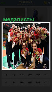 В спортивном зале собралась вся команда медалистов