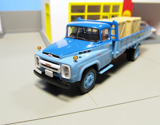 Tomica Limited Vintage   Nissan Diesel 680  Toyo Kogyo mazda