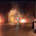 Άγνωστοι πυρπόλησαν τρία τρόλεϊ κοντά στο Πολυτεχνείο (video)