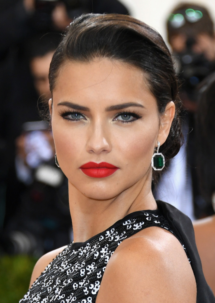 Adriana Lima at the 2016 MET Gala