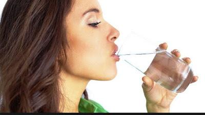 4 Manfaat Luar Biasa Minum Air Putih di Pagi Hari