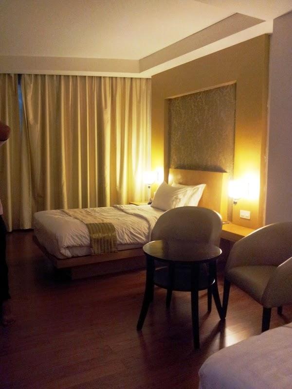 menginap di hotel axana padang sumatra barat