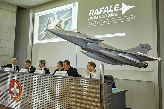 An der Medienorientierung von Dassault Aviation auf dem Flugplatz  Payerne am 21. Mai 2019 nahm auch die französische Botschafterin  in der Schweiz, Anne Paugam, teil.