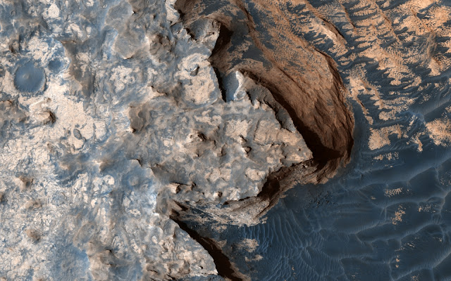 Martian landscapes formed from sand 'levitating' on a little boiling water
