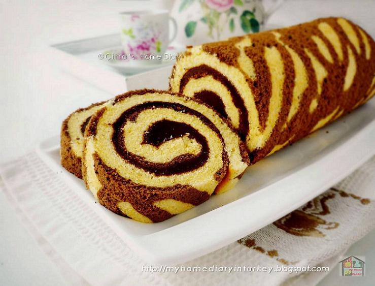 Making A Swiss Roll Cake