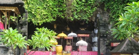 Bat Cave Temple - Tohpati, Batubulan, Celuk, Mas, Ubud, Klungkung, Candidasa, Tirta Gangga, Karangasem