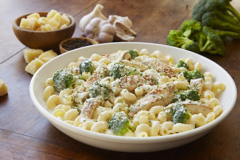 News olive garden new 3 course alfredo dinner starting - Olive garden soup and salad dinner ...