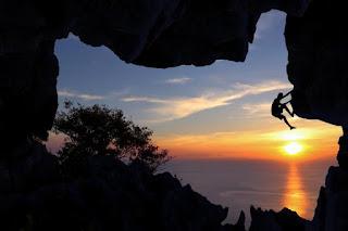 Ada banyak konsep fotografi yang sanggup anda pertimbangkan 10 tips memotret sunset dan sunrise yang harus anda coba