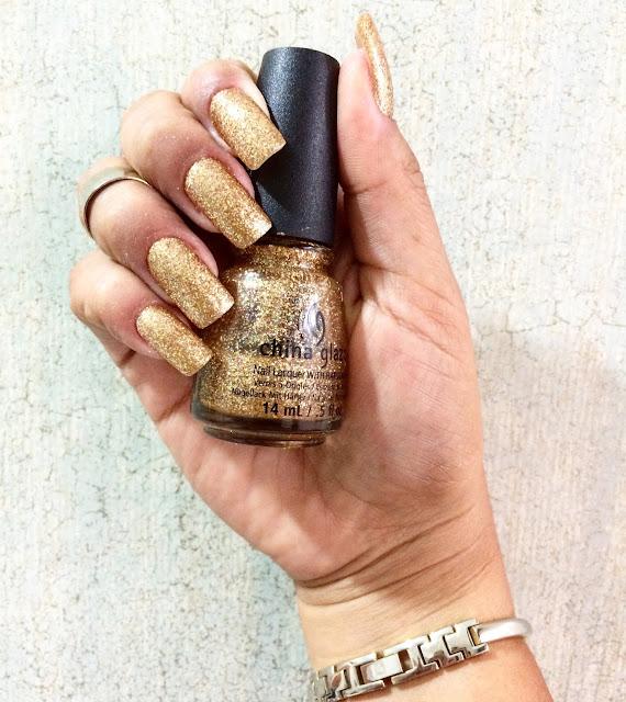 Unhas em acrílico cheias de brilho: Classy Nails