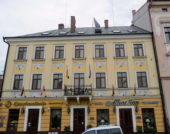 Черновцы. Центральная площадь, 6. 1816 г. Памятник архитектуры