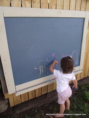 Easy dIY Toddler Outdoor Blackboard