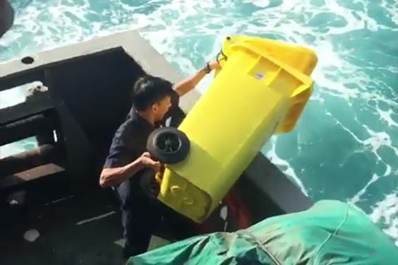 PT Pelni Minta Maaf Atas Ulah Petugas Kapal Membuang Sampah ke Laut