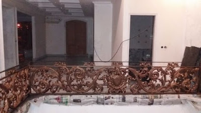 balkon klasik untuk menhiasi rumah mewah
