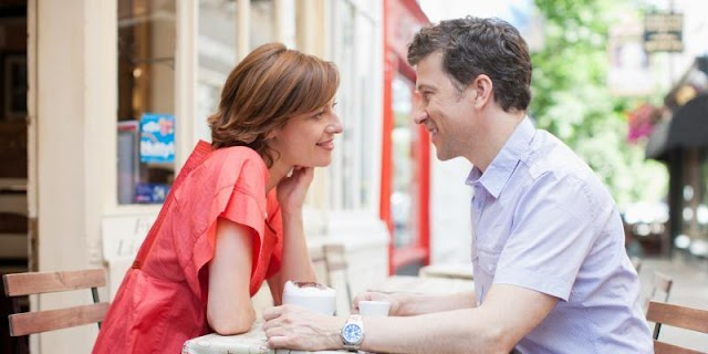 12علامة تدل على إعجاب المرأة بالرجل
