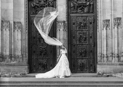 Vestido de novia con cola catedral