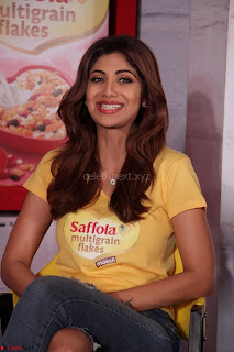 Shilpa Shetty super cute fit in Yellow T Shirt 19.JPG