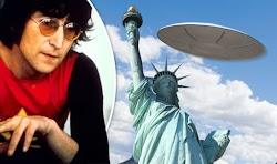 Στις 23 Αυγούστου 1974, ο Τζον Λένον ανέφερε ότι είδε ένα UFO στη Νέα Υόρκη. Η παρατήρηση του Λένον συνέβη όταν ήταν με την προσωπική του γρ...