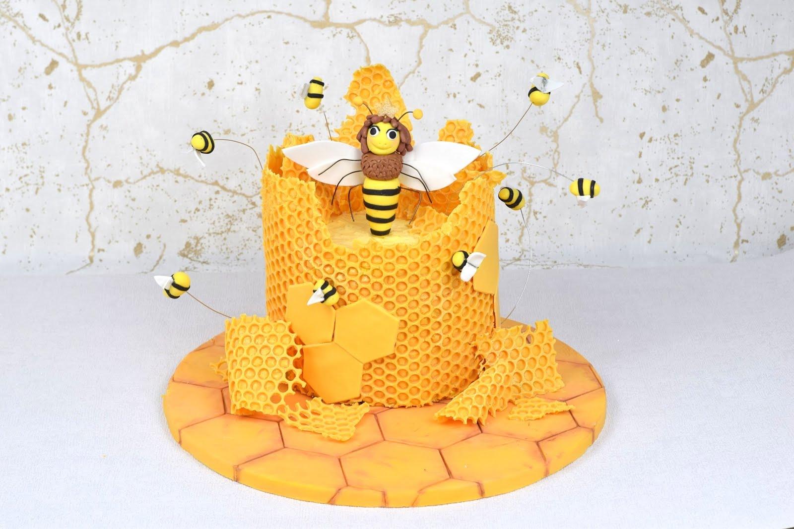 Bienenkönigin-Motivtorte | Rezept und Video von PurzelCake | Osterkooperation 2019