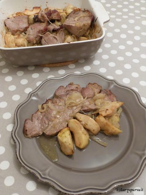 Rôti de porc aux pommes et aux oignons