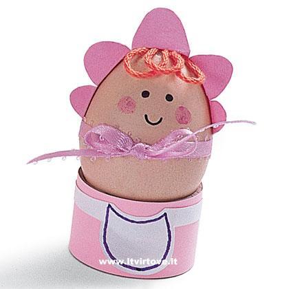 manualidad para Pascua bebé hecho con un huevo duro