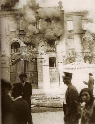 imagen de archivo del colegio Maravillas con algunos espectadores
